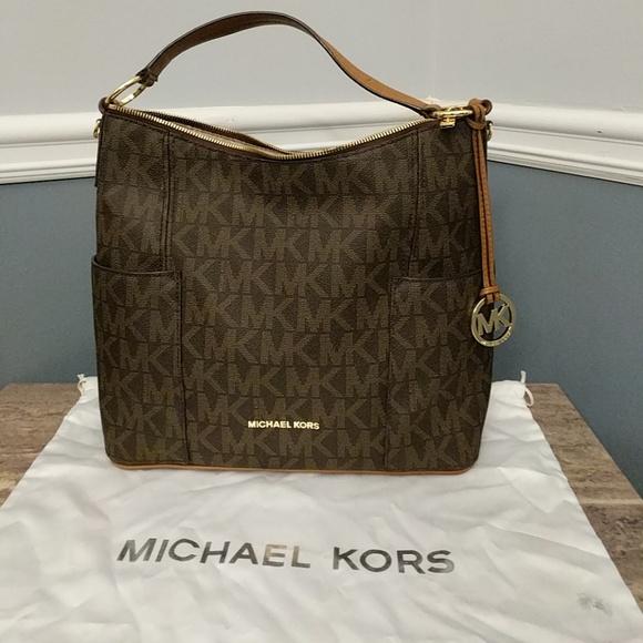 2763cf25bec7 Large Michael Kors Anita Convertible bag. M 5af56e8000450f0f8100e6c0